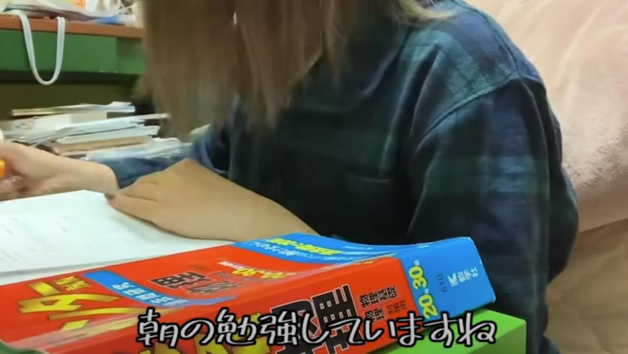あきのはケロッと笑いたい_朝の勉強